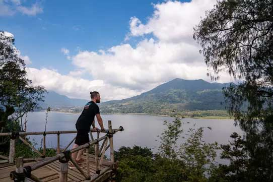 Viewpoints over the twin lakes, Munduk, Bali