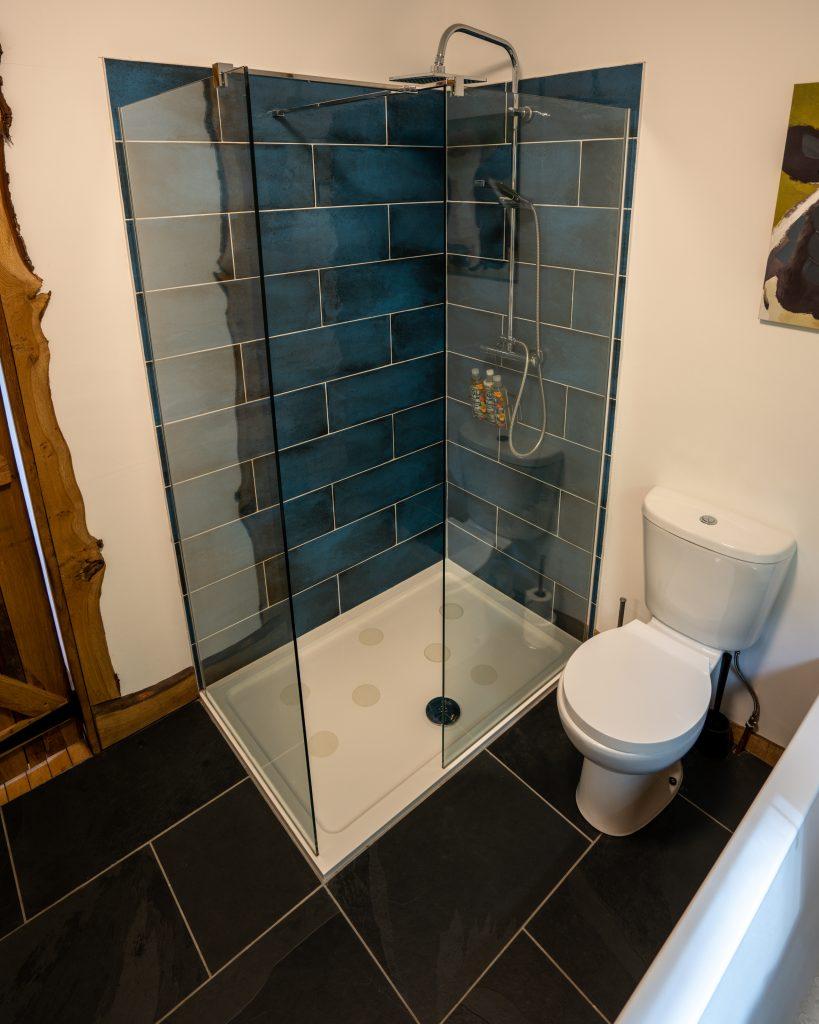 Ty Coed, Coed Cabins, Bathroom - North Wales