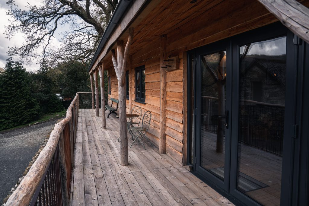 Ty Coed, Coed Cabins porch and balcony - North Wales